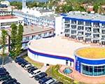 Hintere Ansicht des Hotels Unitral mit Wellness-Flügel